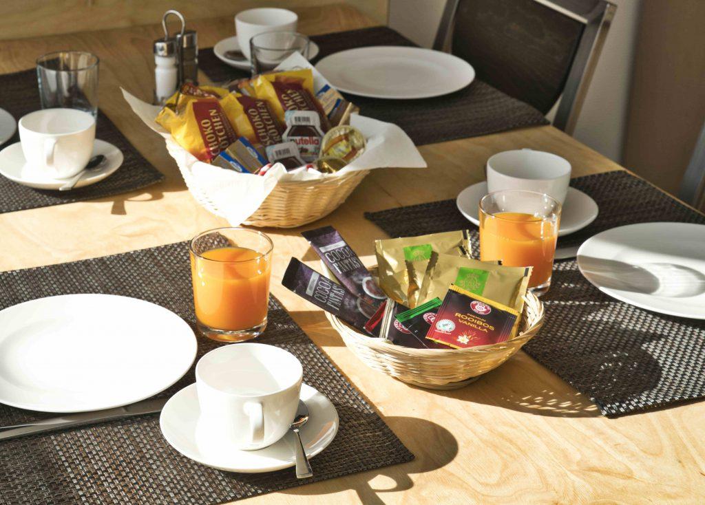 Wir bieten unseren Gästen ein reichhaltiges Frühstück und viel Komfort.